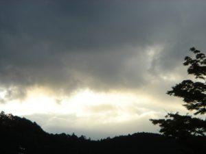 帰り道で入った温泉近くの空。